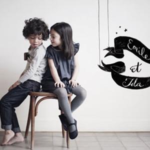 enfants portant des vêtements de la marque Emile et Ida